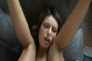 Elle se fait prendre le cul par une grosse bite - Vidéo creampie