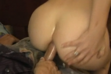 Elle se fait sodomiser et suce après - Vidéo creampie
