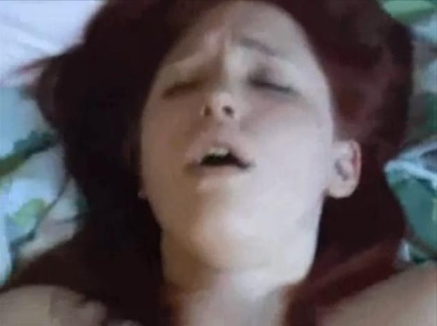 Un pervers jacule sur le jean d'une inconnue VIDEO