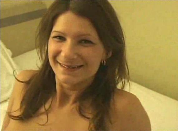 Le mari filme sa femme avec deux amants blacks - Creampie vaginal
