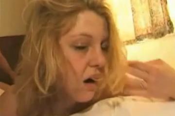 Le mari offre sa femme à un vieux - Cuckold creampie