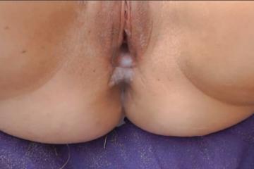 Elle se fait remplir la chatte de sperme par plusieurs amant sur la plage - Creampie vaginal