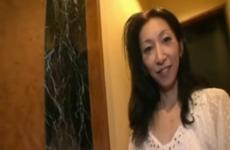 Une japonaise mature est remplie de sperme - Creampie vaginal