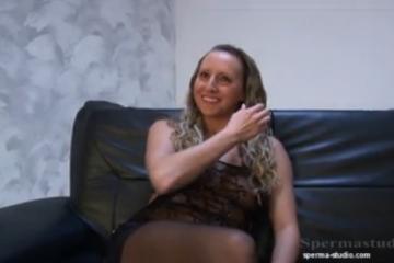 Extrême creampie pour cette jeune blonde - Creampie vaginal