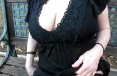Cette femme mature prépare une surprise - Creampie vaginal