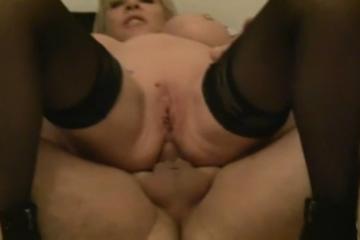 Il remplit le cul d'une femme aux gros seins - Creampie anal