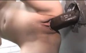 Enorme bite black en gloryhole et grosse creampie vaginale - Ejaculation Interne