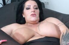 La femme ronde Ashley Cumstar aime le sperme
